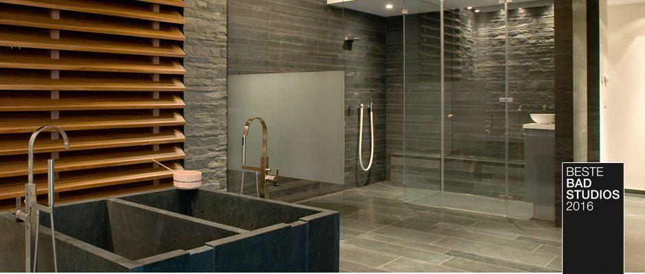 Elegantes Badezimmer mit Dampfbad