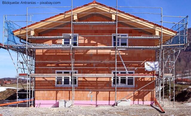 Beim Hausbau gilt es die neuen Richtlinien der EnEV zu beachten // Bild: pixabay.com